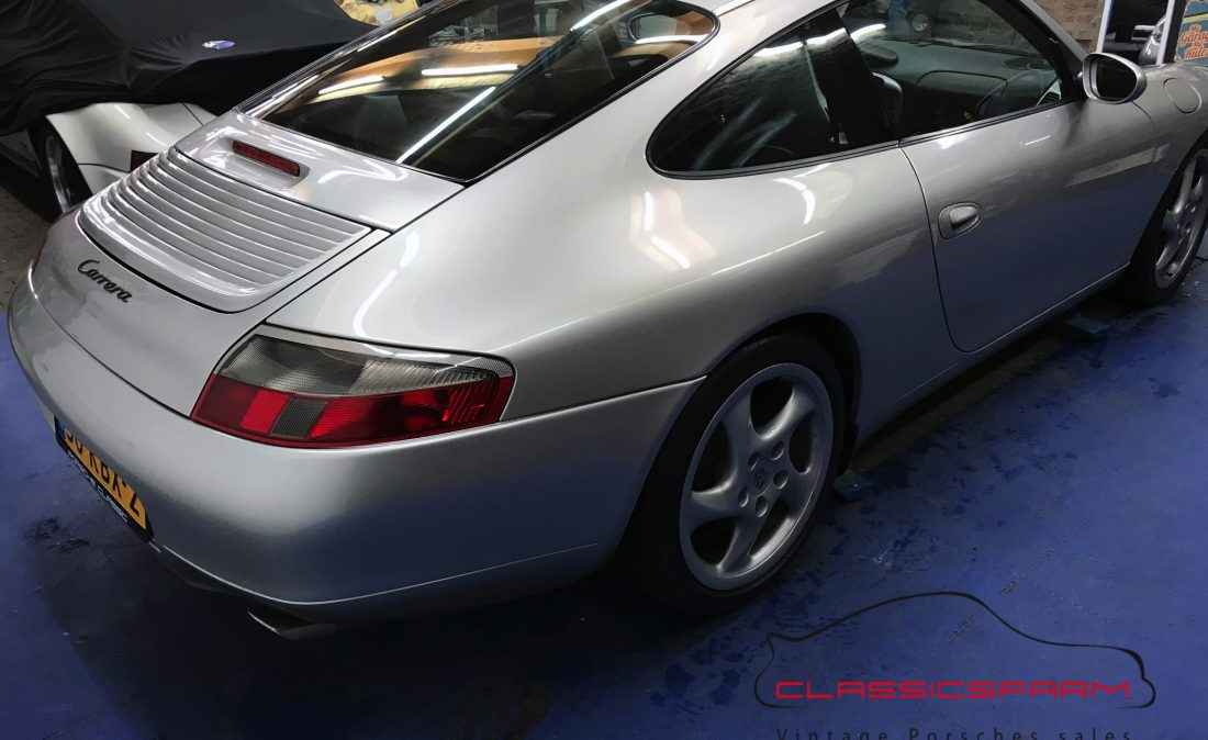 Porsche 911 996 Carrera 2 coupe-17